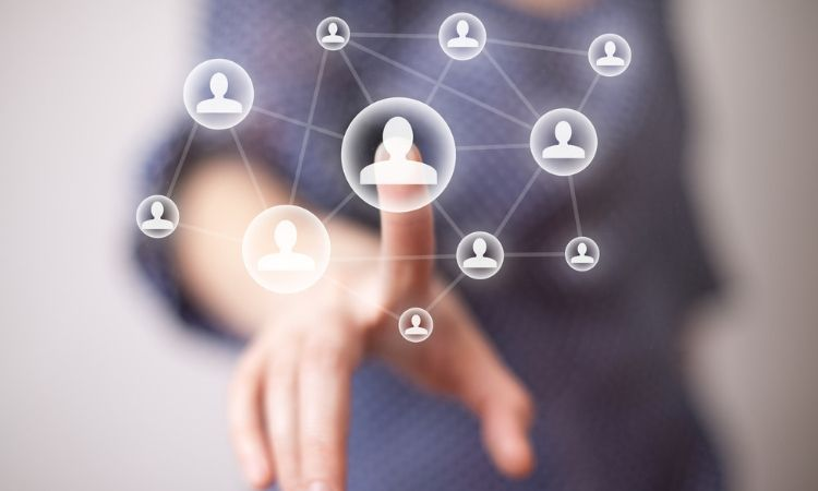 Por qué deberías contratar a un experto en redes sociales